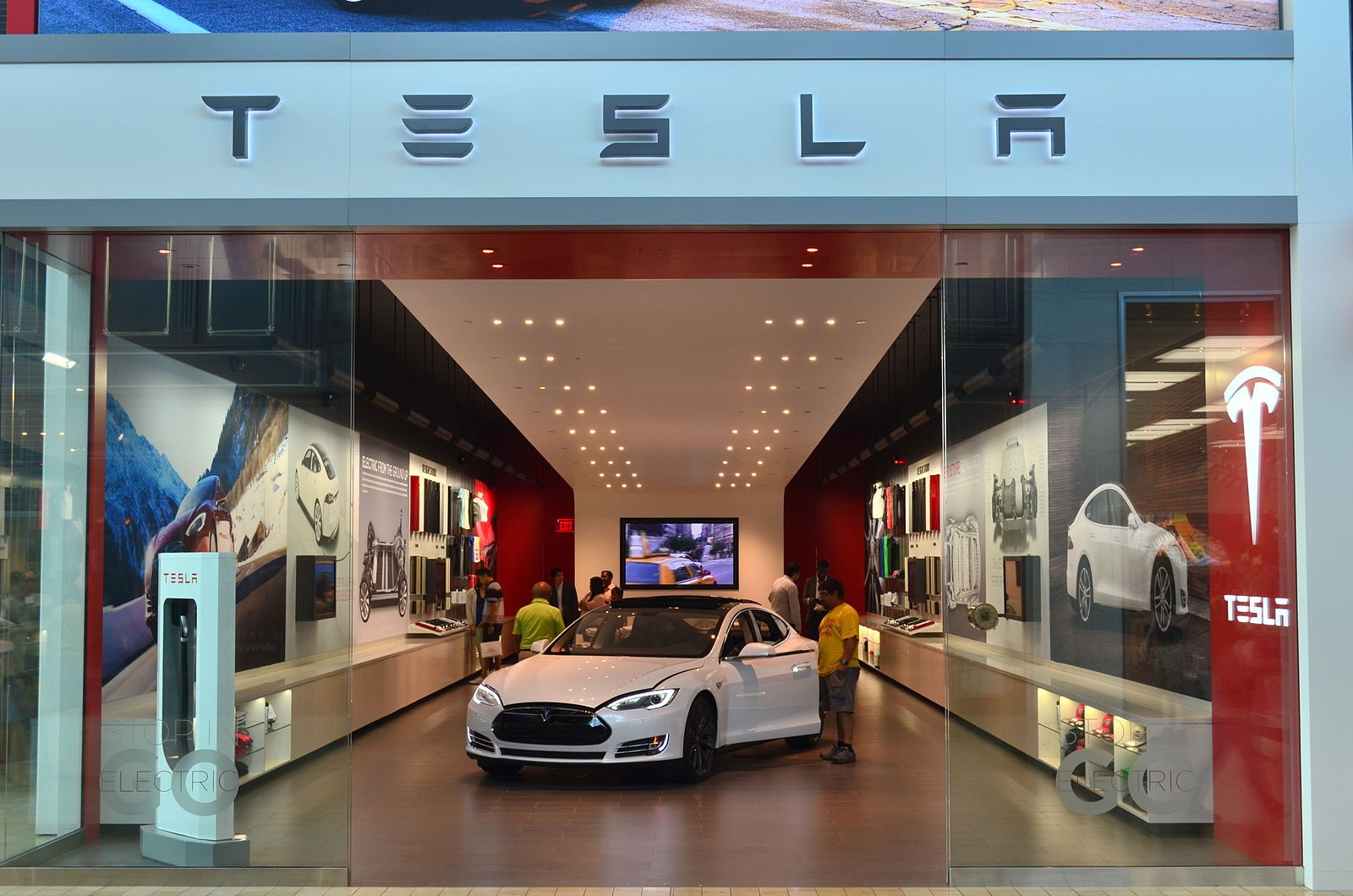 How Tesla's short-lived car dealerships revolutionized the ...